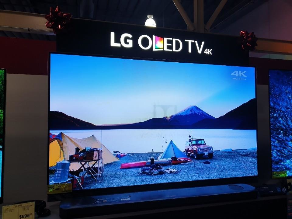 lg oled tv shows screen burn while on display at retail store. Black Bedroom Furniture Sets. Home Design Ideas